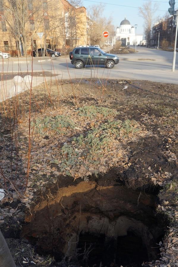 Грунт провалился в благоустроенном в прошлом году нижегородском сквере - фото 1