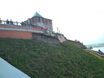 Фасад Чкаловской лестницы обрушился в Нижнем Новгороде