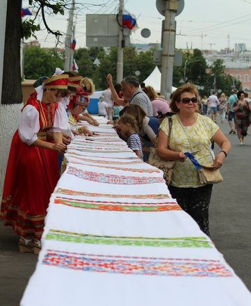 Нижегородцы вышили 25-метровый «Рушник дружбы» в День России - фото 10