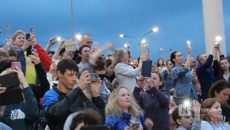 «Столица закатов» без солнца: как прошел первый день фестиваля музыки и фейерверков в Нижнем Новгороде - фото 43