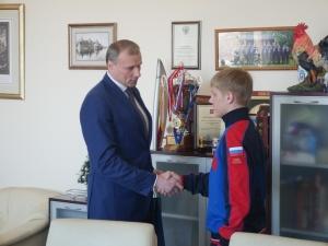 Нижегородского чемпиона мира по хоккею с мячом поздравили в кремле