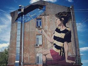 «Девочка с зонтиком» исчезла со стены дома в Нижегородском районе