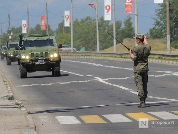 Танкисты в масках: первая репетиция парада Победы прошла в Нижнем Новгороде - фото 70