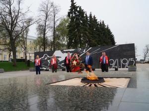 Члены нижегородского отделения КПРФ возложили цветы к Вечному огню