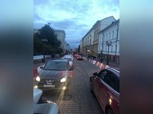 Соцсети: автомобильная пробка образовалась на главной пешеходной улице Нижнего Новгорода