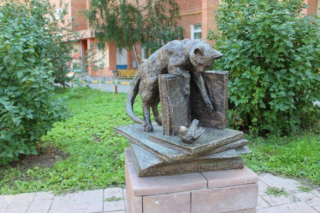 Кошка с книгой и лебединая верность: каких животных и за что увековечили в Нижнем Новгороде - фото 27