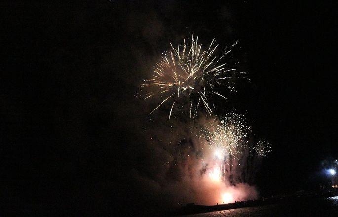 «Театр парусов» и 40-минутный фейерверк: яркое завершение Дня города в Нижнем Новгороде - фото 18