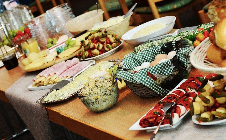 8 блюд шведского стола, которые не стоит есть в Турции - фото 1