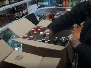250 литров подозрительного алкоголя изъяли из двух магазинов в центре Нижнего Новгорода