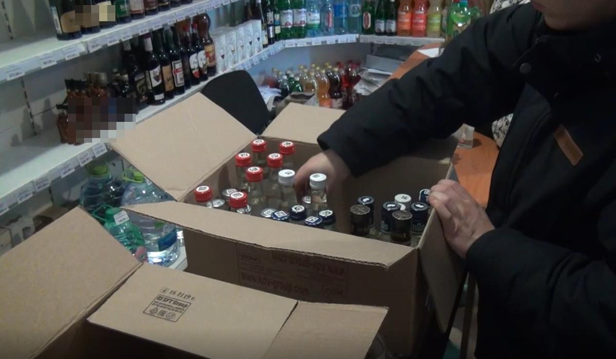250 литров подозрительного алкоголя изъяли из двух магазинов в центре Нижнего Новгорода - фото 1