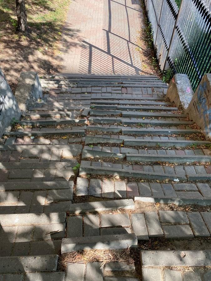 Нижегородцы пожаловались на разрушенную лестницу на Звездинке - фото 1