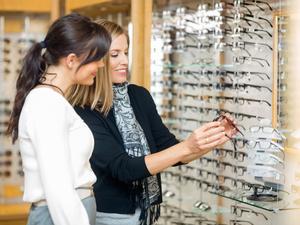 Очки или контактные линзы: что выбрать при проблемах со зрением?