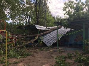 Рабочие из девяти регионов борются с последствиями урагана в Нижегородской области