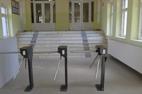 «Бдительность надо соблюдать всегда»: как охраняют детей в нижегородских школах