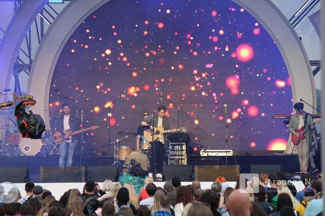 «Столица закатов» без солнца: как прошел первый день фестиваля музыки и фейерверков в Нижнем Новгороде - фото 29