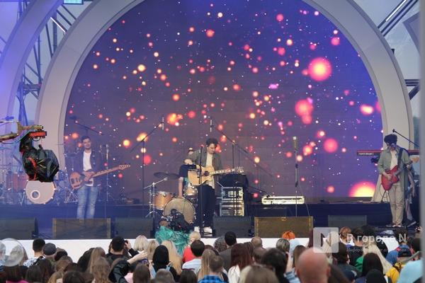 «Столица закатов» без солнца: как прошел первый день фестиваля музыки и фейерверков в Нижнем Новгороде