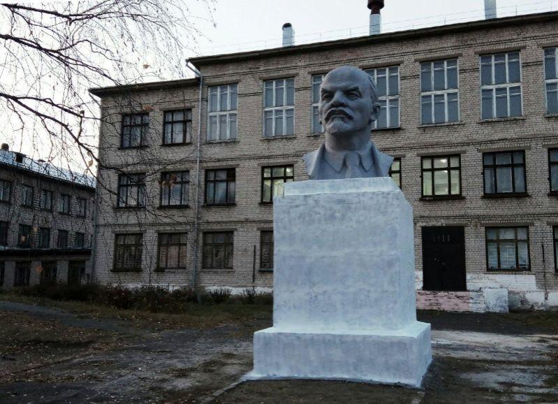 Территорию Сормовской школы №79 привели впорядок