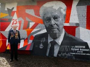 Еще один портрет ветерана создали уличные художники в Нижнем Новгороде