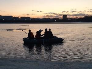 Спасатели сняли с льдины любопытных нижегородцев