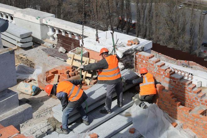 Реконструкция Чкаловской лестницы выполнена на 65% - фото 1