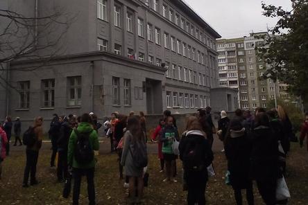 В министерстве образования Нижегородской области прокомментировали массовые эвакуации из школ