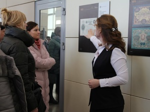 Выставка «250 лет российским бумажным деньгам» открылась на железнодорожном вокзале Нижний Новгород