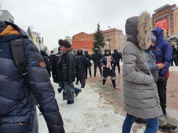 ОМОН перекрыл территорию на Большой Покровской из-за митинга - фото 4