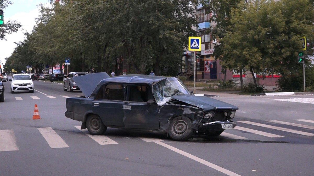 Два человека пострадали во время ДТП в Дзержинске - фото 1