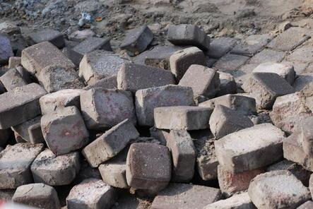 Старую брусчатку с Большой Покровской будут использовать для ремонта других улиц