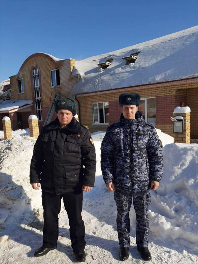 Двух мальчиков вытащили росгвардейцы из горевшего дома в Кстовском районе - фото 2
