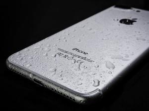 Что делать, если вы уронили телефон в воду