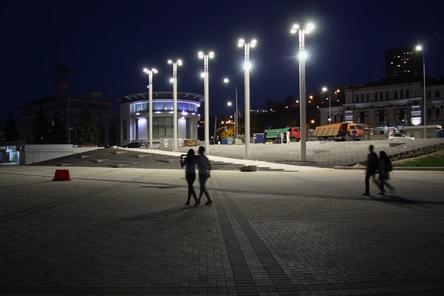 На Нижне-Волжской набережной включили подсветку (ФОТО)