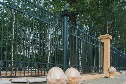 Покраска ограждения началась в нижегородском парке «Швейцария»