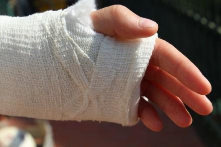 Шестилетняя девочка сломала руку на аттракционе в Дальнем Константинове