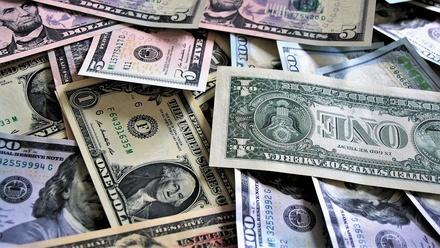 Названы варианты развития событий с курсом доллара в июне