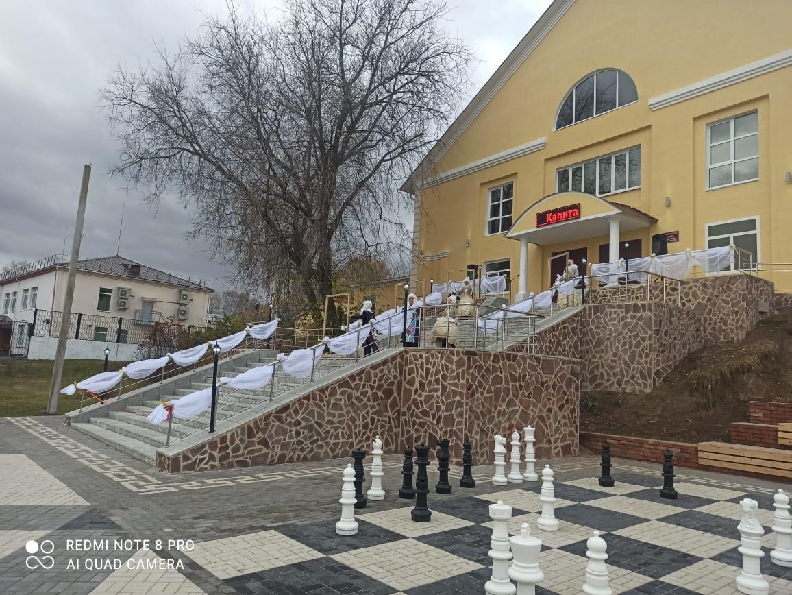 Шахматная доска появилась на Театральной площади в Дальнем Константинове